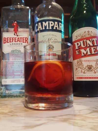 Gin cocktail Negroni Campari